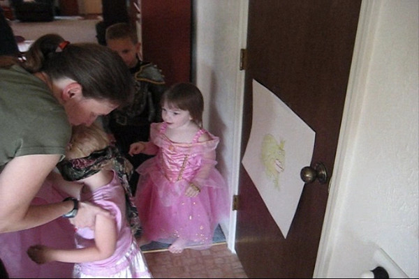 Ellen Playing Pin the Lips on the Frog at Princess Party.wmv