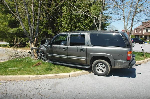 SUV Into Tree - 4-15-08