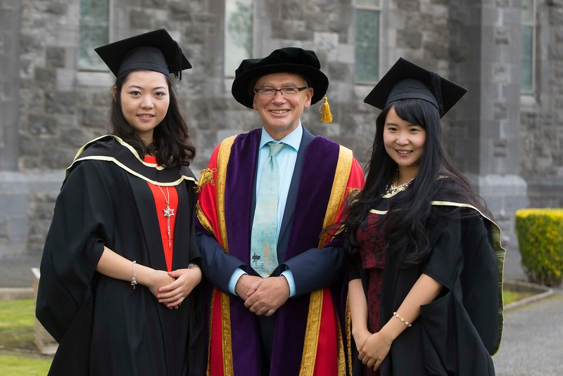 29/10/2015. Waterford Institute of Technology conferring. Pictured with WIT President Prof Willie Donnelly, are Master of Arts in Teaching & Learning in Further & Higher Education, are from left Fei Kang (Limerick) and Yunqi Jing (Waterford). Picture: Patrick Browne