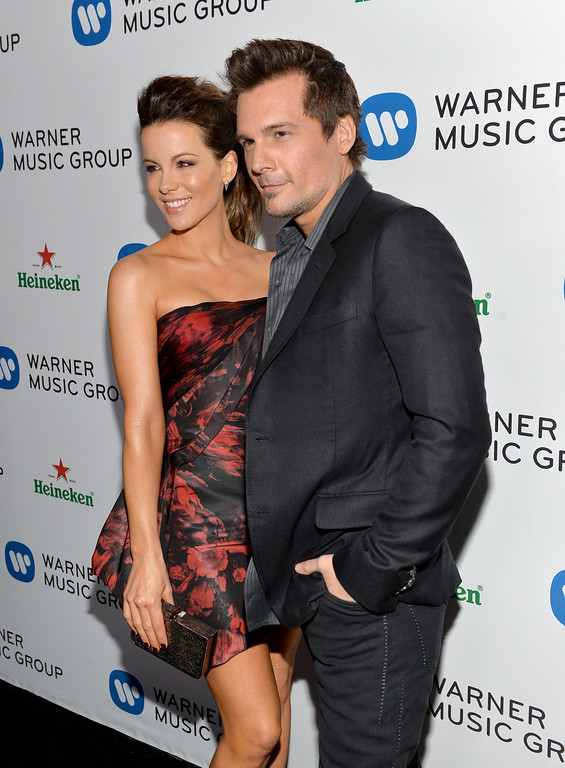 . Actress Kate Beckinsale (L) and director Len Wiseman attend the Warner Music Group annual GRAMMY celebration on January 26, 2014 in Los Angeles, California.  (Photo by Michael Buckner/Getty Images for Warner Bros.)