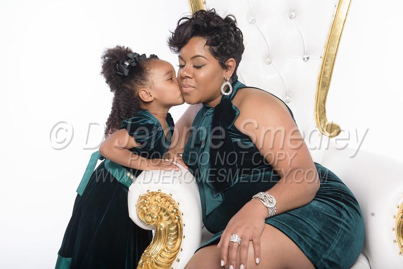 Ebony B Maternity Session 04/19