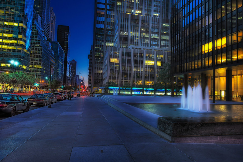 Seagram-Building-Plaza.jpg