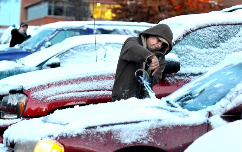 """. <p><b> Minnesotans hunkered down for a long, long winter ahead when they picked up the newspaper Monday and saw � </b> <p> A. Sub-zero temperatures forecast for the weekend <p> B. A blizzard warning <p> C. The Timberwolves are back below .500 <p><b><a href=\'http://www.twincities.com/weather\' target=\""""_blank\"""">HUH?</a></b> <p>     (Pioneer Press: John Doman)"""