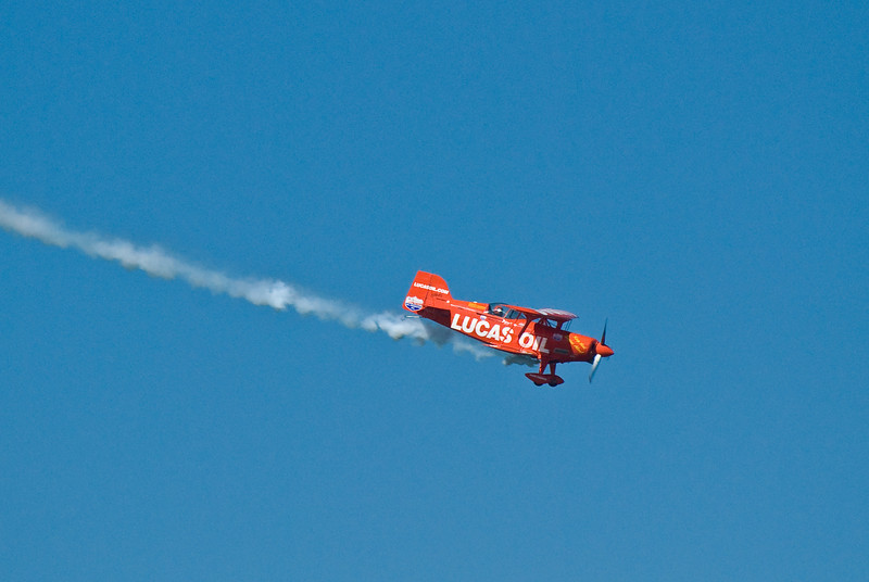 This guy is the best pilot in the US navy, and he does nasty tricks