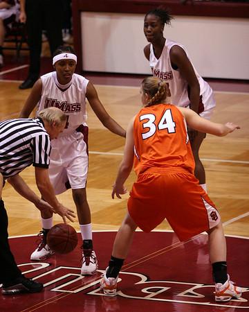 University of Massachusetts Women's NCAA Basketball 2004-2005