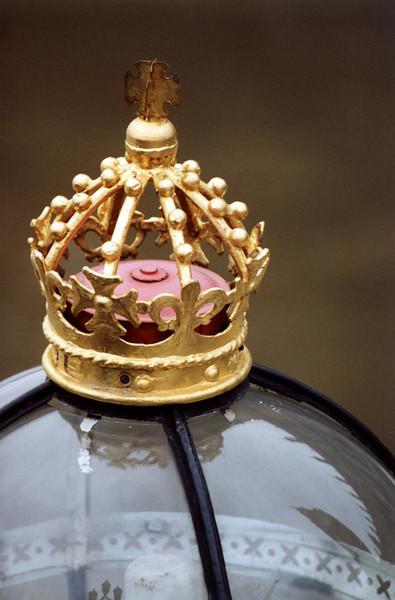 Parliament's Street Light Crown