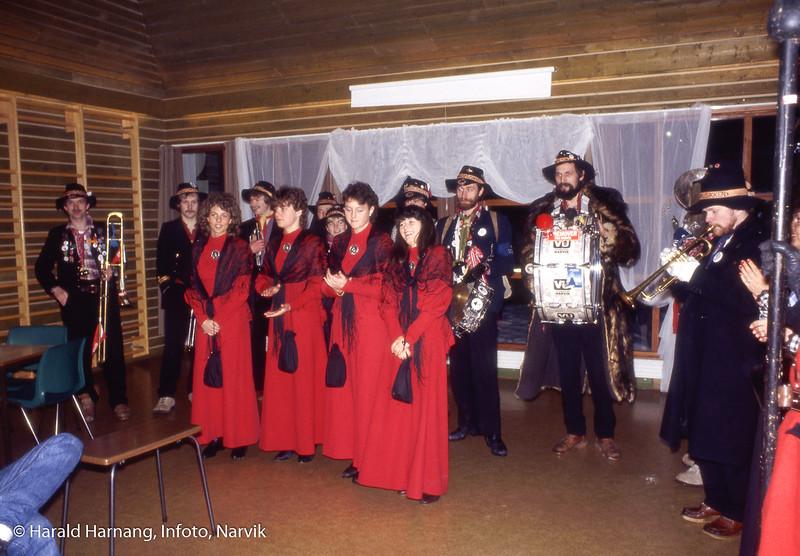 Rombaksmusikken på besøk på Furumoen.