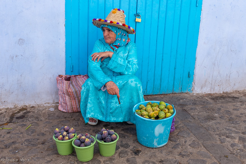 chaouen figs lady.jpg