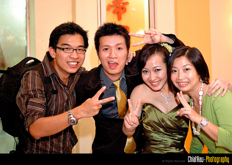 Finally I have chance to pose together with the couple... :)