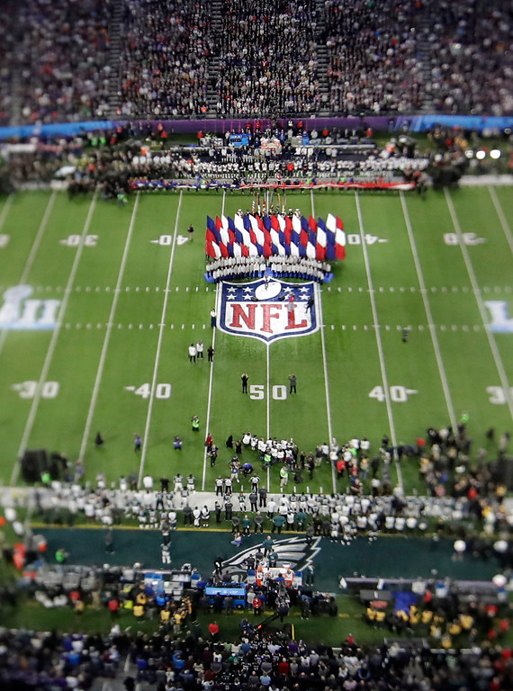 """. In this picture made with a specialty lens Leslie Odom Jr. performs \""""America the Beautiful\"""" before the NFL Super Bowl 52 football game between the Philadelphia Eagles and the New England Patriots, Sunday, Feb. 4, 2018, in Minneapolis. (AP Photo/Morry Gash)"""