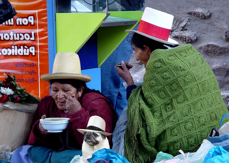 QUECHUA LADIES - PISAC, PERU