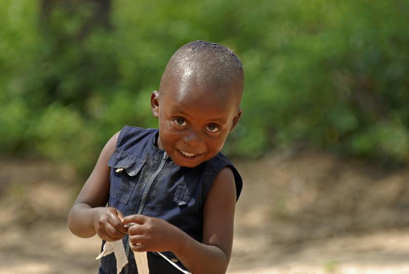 070104 3577 Burundi - Bujumbura - Neighbourhood near Peace Village _E _L ~E ~L.JPG