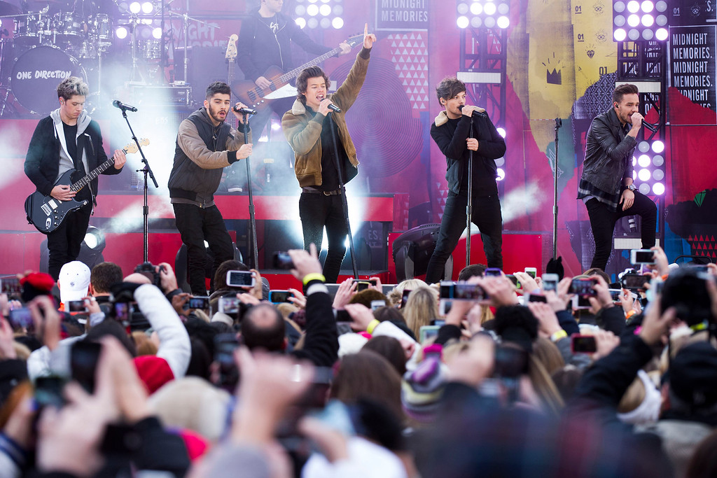 """. One Direction members, from left, Niall Horan, Zayn Malik, Harry Styles, Louis Tomlinson and Liam Payne perform on ABC\'s \""""Good Morning America\"""" on Tuesday, Nov. 26, 2013 in New York. (Photo by Charles Sykes/Invision/AP)"""
