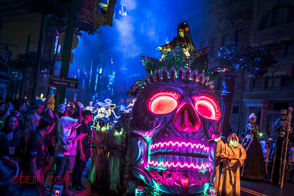 Halloween Horror Nights 6 SURVIVAL GUIDE by Dejiki.com / March of the Dead: Death March, Lady Death on the Sugar Skull