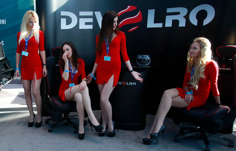. Car show models wait for events to start before the New York Auto Show at the Javits Center in New York, March 27, 2013.   REUTERS/Carlo Allegri