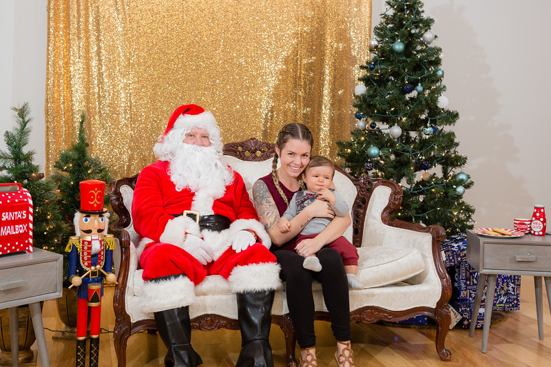 FADS Picture with Santa-262.jpg