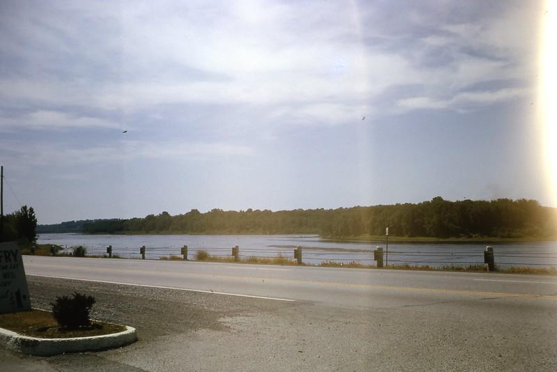 1964 Mississippi River 370.jpg