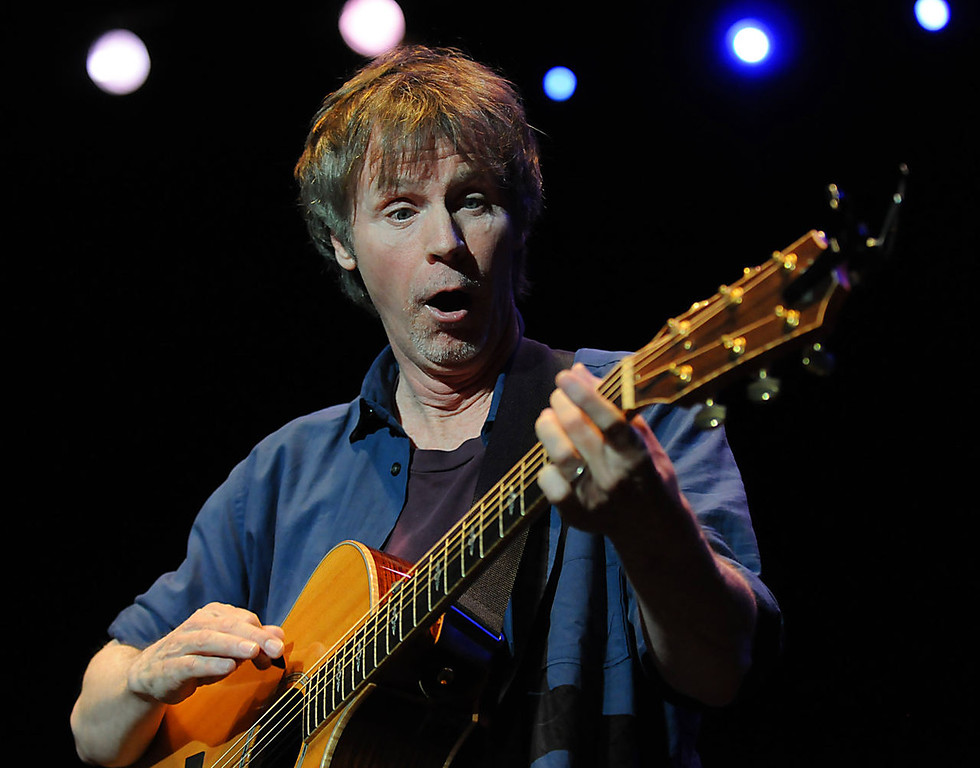 . Dana Carvey reacts to a chord change while playing the guitar. (Pioneer Press: John Autey)