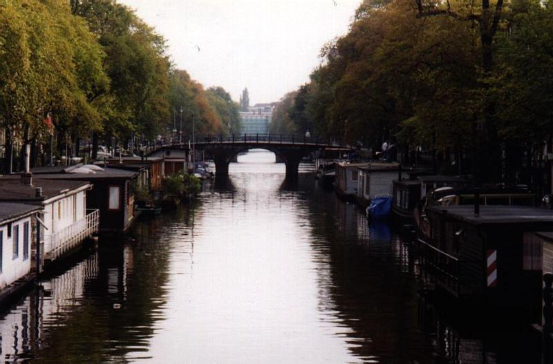 03.AmsterdamCanal.jpg