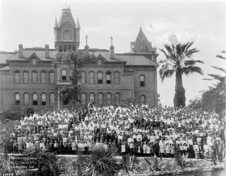 Teachers and pupils in front of the California State Normal School, May 1904