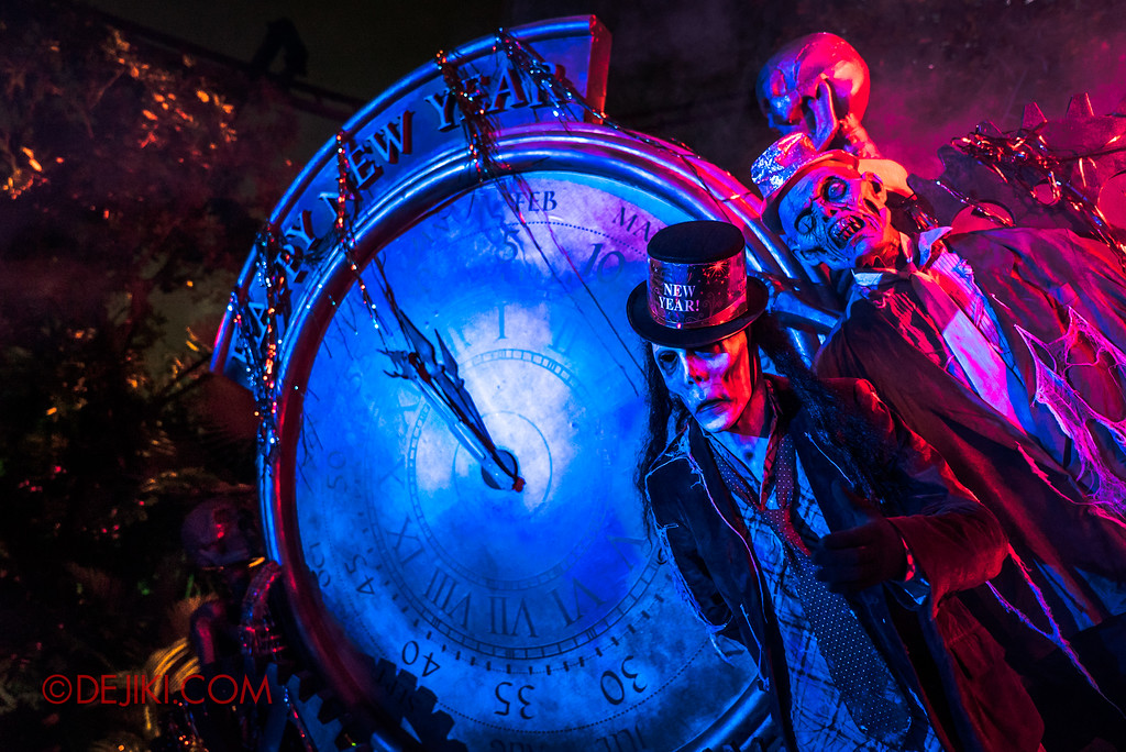 Halloween Horror Nights 7 - Happy Horror Days scare zone / Happy New Year Skeleton