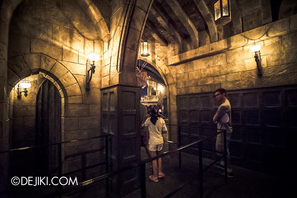 Universal Studios Japan - Harry Potter and the Forbidden Journey / Hogwarts Castle Walk Tour - Corridors