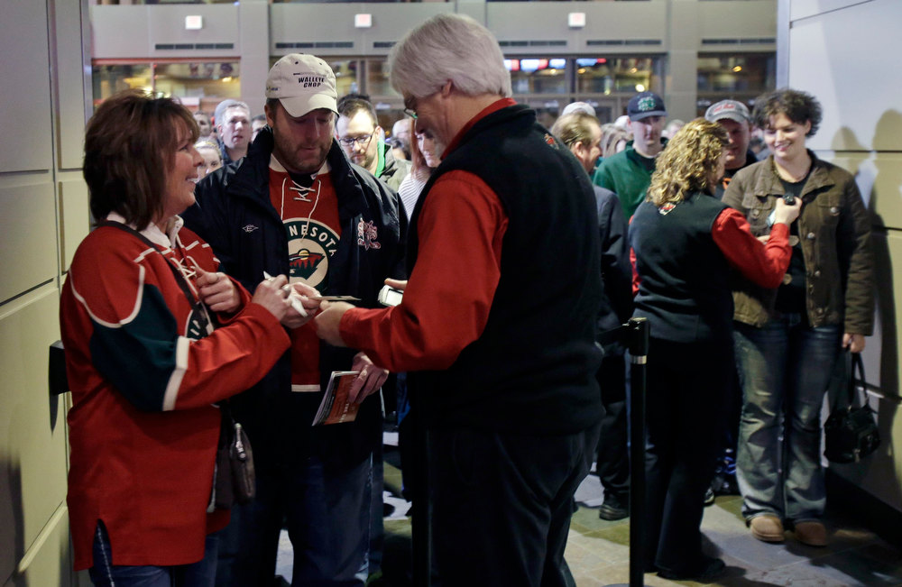 Description of . Minnesota Wild hockey fans arrive for an NHL lockout-shortened season as the Wild host the Colorado Avalanche, Saturday, Jan. 19, 2013, in St. Paul, Minn. (AP Photo/Jim Mone)