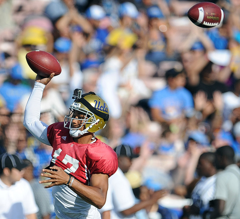. UCLA quarterback Brett Hundley (17) passes during their football spring showcase college football game in the Rose Bowl on Saturday, April 27, 2013 in Pasadena, Calif.    (Keith Birmingham Pasadena Star-News)