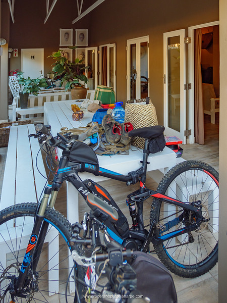 So, we're staying at The Calitz in Calitzdorp on Route 62 - a rather nice spot with great  decor. Bring 8 eBikes into the mix and it just gets better!!! The Giant Little Karoo Trek starts tomorrow morning.