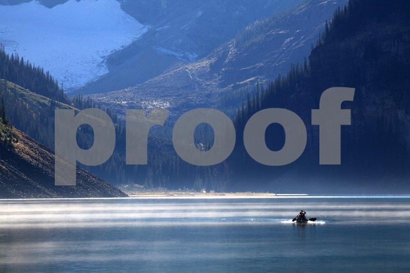 Lake Lousie canoe 5020.jpg