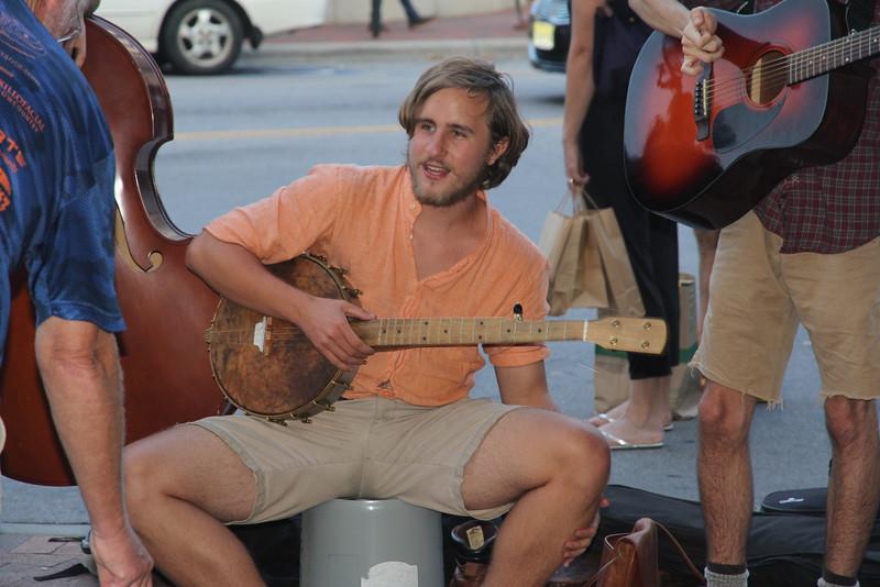 looks like Ryan Gosling?????