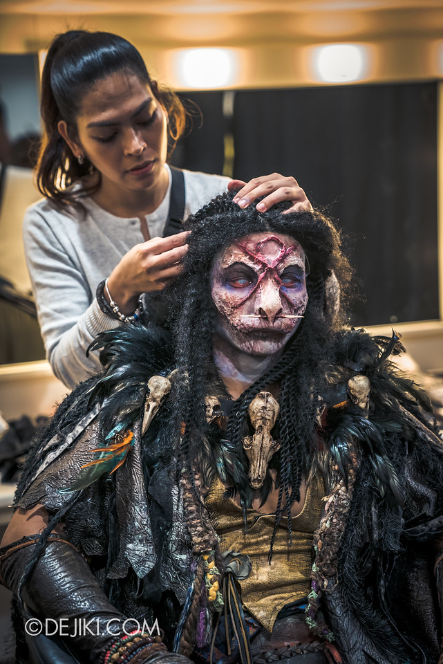 Halloween Horror Nights 7 Behind the Scenes: The Making of the Midnight Man, Iconic Character for HEX haunted house - Place the wig on