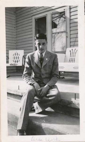 Dale Clark 1943.jpg