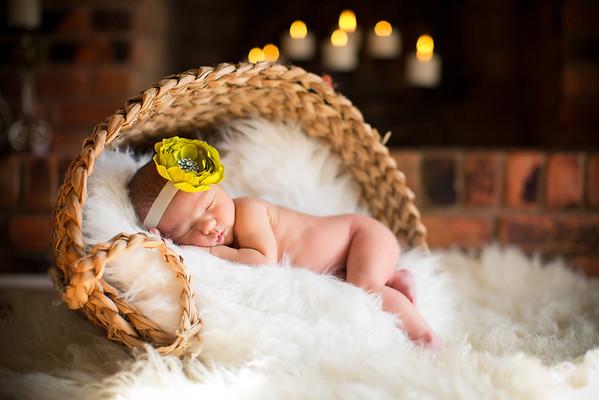 Newborn / Mundy