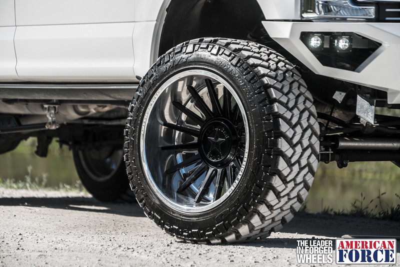 Champion4x4-Juan.S-White-2017-Ford-F250-Polish-Black-24x14-Tactical-Crown-WEB-180131-DSC00215-49.jpg