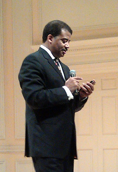 Neil deGrasse Tyson (@neiltyson) pauses in his remarks to tweet something he just said