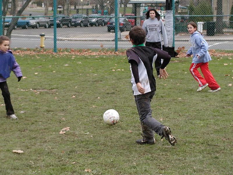 2004-11-28-GOYA-Turkey-Bowl_025.jpg
