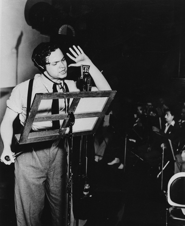 """. Orson Welles broadcasts his radio show of H.G. Wells\' science fiction novel \""""The War of the Worlds\"""" in a New York studio at 8 p.m., Sunday, Oct. 30, 1938.  The realistic account of an invasion from Mars caused thousands of listeners to panic.  (AP Photo)"""