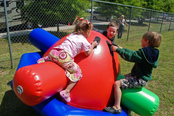 Tailgate Baptism - Children Having Fun 4-213