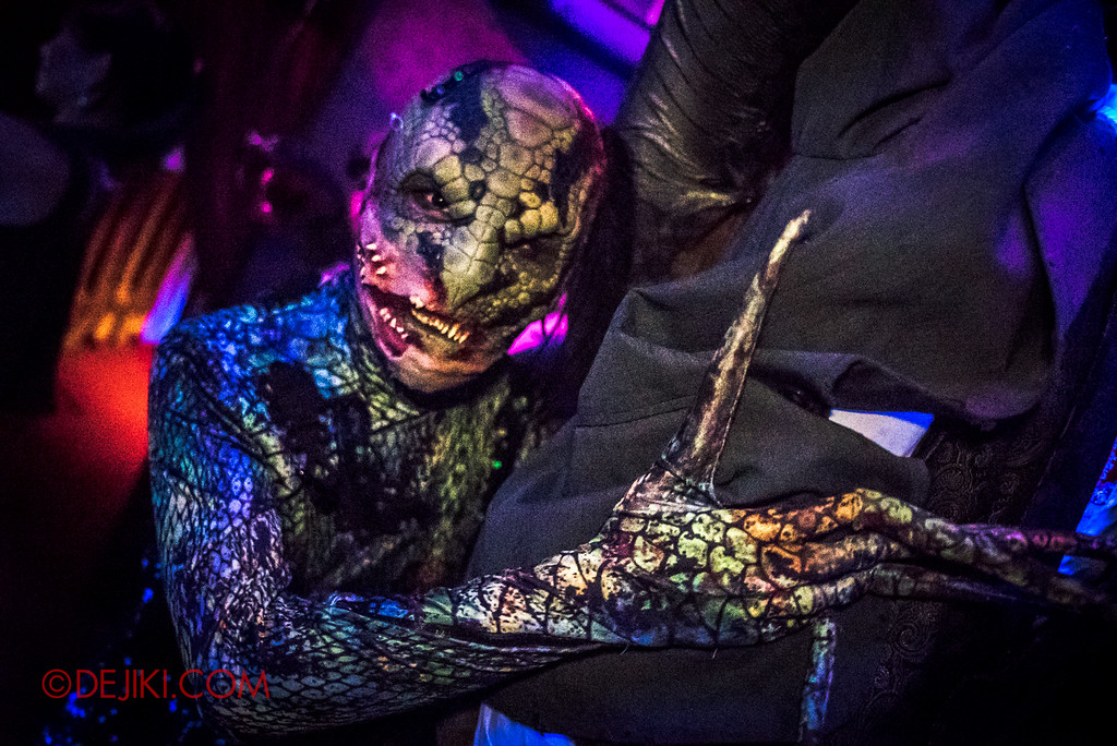 Halloween Horror Nights 6 - Hu Li's Inn / Snake Spirit true form close-up