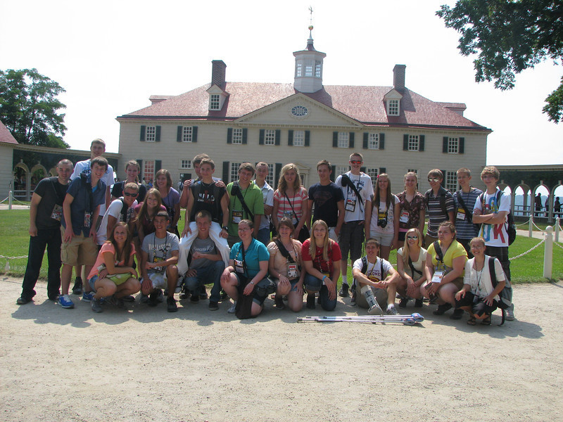 (most of) the crew in front of the mansion at Mount Vernon