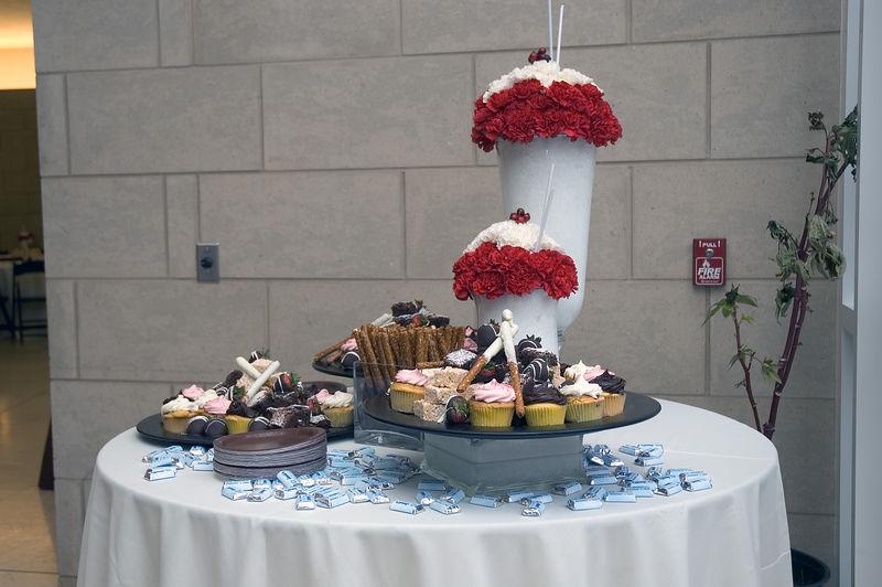 Dessert arrangement   (Dec 03, 2005, 12:54pm)
