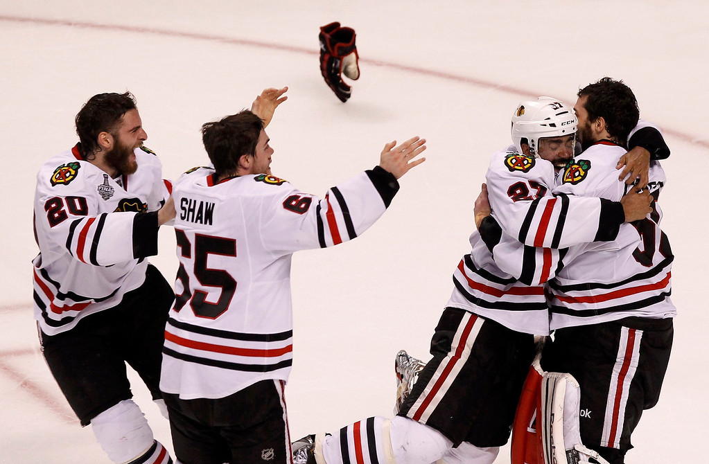 . The Chicago Blackhawks celebrate defeating the Boston Bruins to win Game 6 and the NHL Stanley Cup Finals hockey series in Boston, Massachusetts, June 24, 2013. REUTERS/Adam Hunger