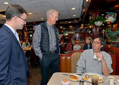 Gov. Bruce Rauner visits Downers Grove