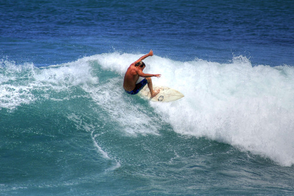 SURFING NORTH SHORE OAHU 2012
