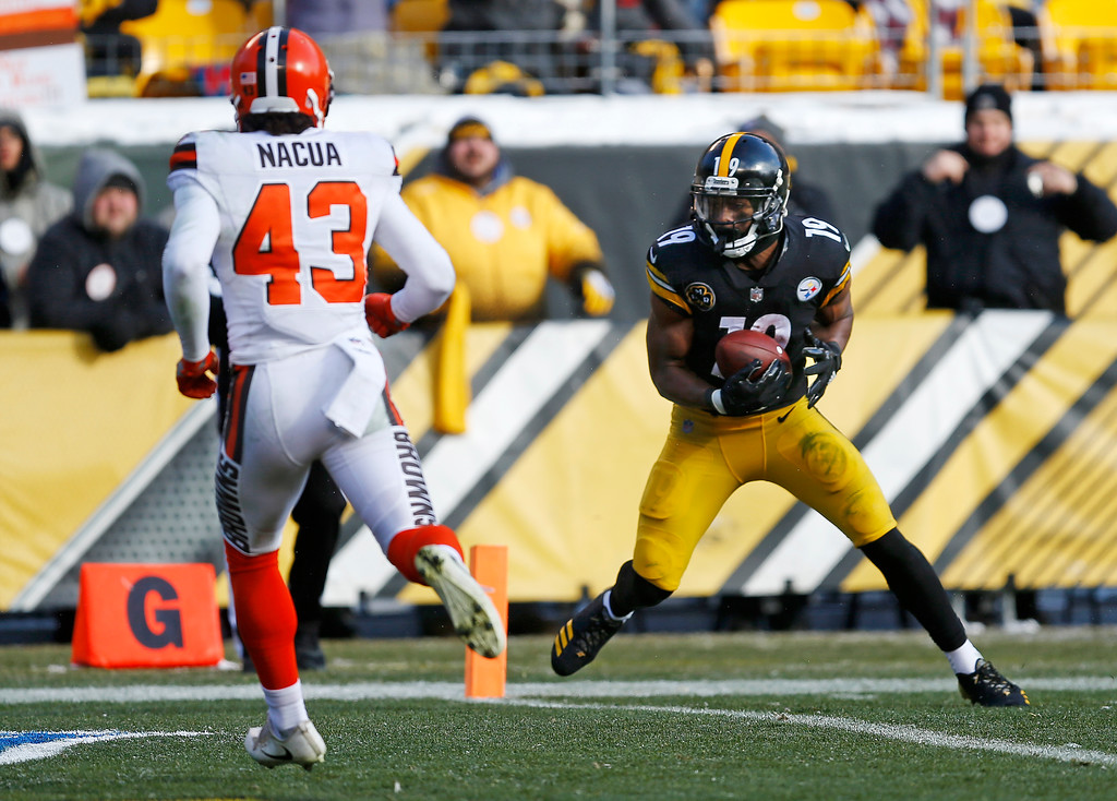 . Pittsburgh Steelers wide receiver JuJu Smith-Schuster (19) scores on a 20-yard pass from quarterback Landry Jones with Cleveland Browns defensive back Kai Nacua (43) defending during the first half of an NFL football game in Pittsburgh, Sunday, Dec. 31, 2017. (AP Photo/Keith Srakocic)