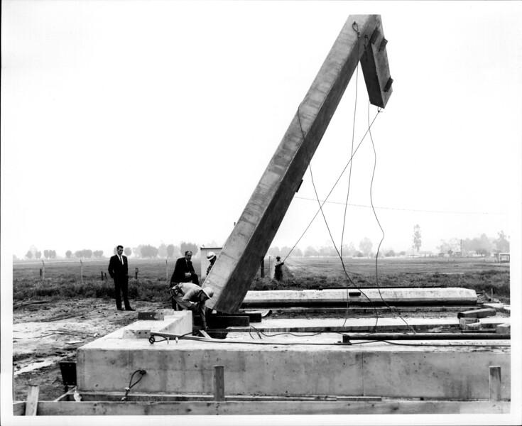 1965 06-07 RHV Hangar Const09.jpg