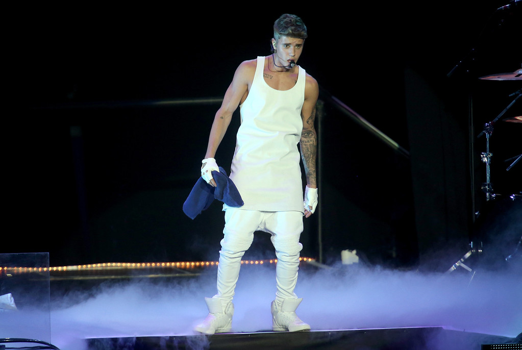 . AUCKLAND, NEW ZEALAND - NOVEMBER 23:  Justin Bieber performs live for fans at Vector Arena on November 23, 2013 in Auckland, New Zealand.  (Photo by Jason Oxenham/Getty Images)