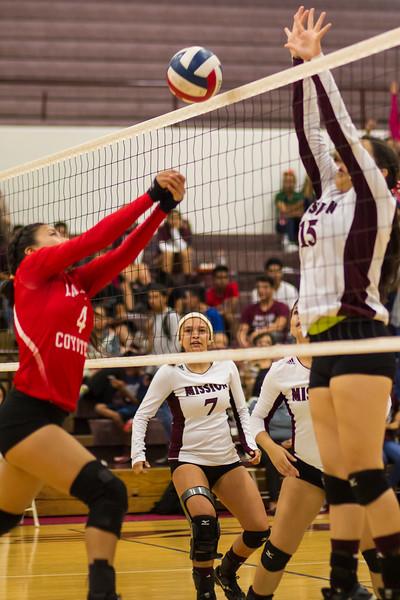 2016 10 04 Mission v La Joya Volleyball_dy-34.jpg