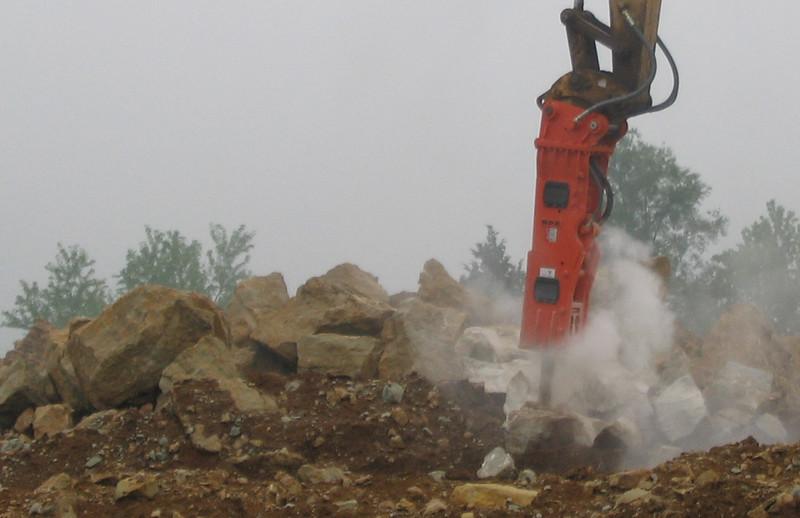 NPK GH9 hydraulic hammer on Cat excavator-site excavation (5).jpg
